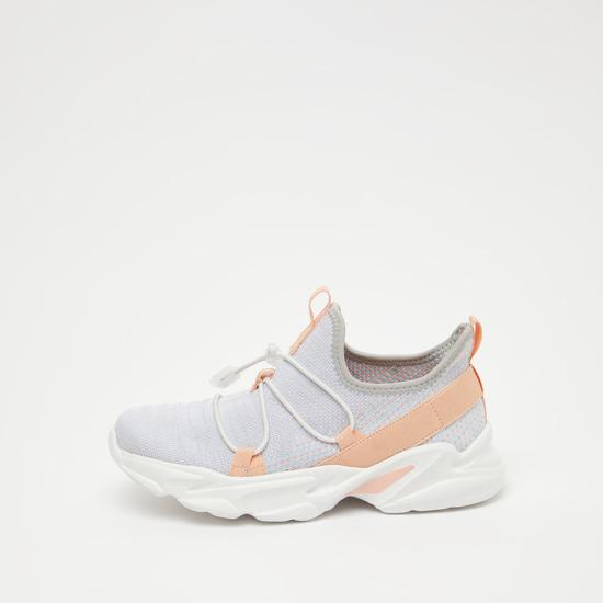 حذاء رياضي بارز الملمس