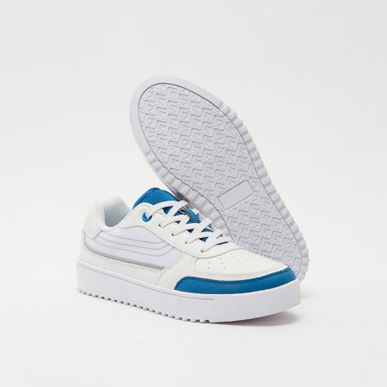 حذاء مثقّب برباط