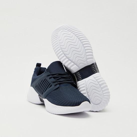 حذاء رياضي بشرائط مع رباط إغلاق