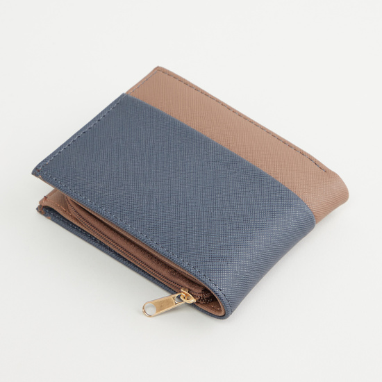 Textured Bi-Fold Wallet with Multiple Cardholder