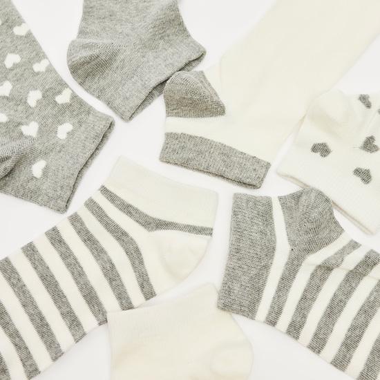 جوارب متعددة التصاميم بطول الكاحل وبحواف مطاطية- طقم من 7 أزواج