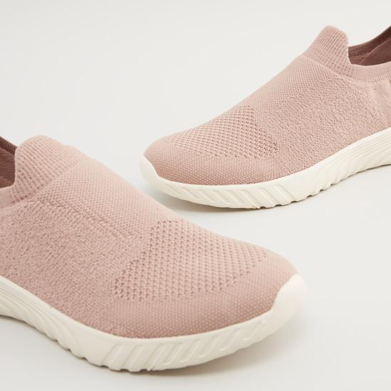 حذاء بارز الملمس