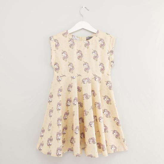 فستان بياقة مستديرة دون أكمام بطبعات يونيكورن