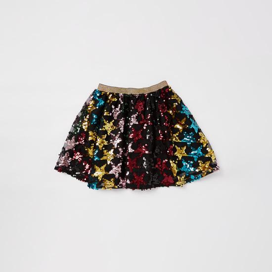 طقم تنورة مزيّنة بالترتر وتيشيرت بياقة مستديرة وطبعات