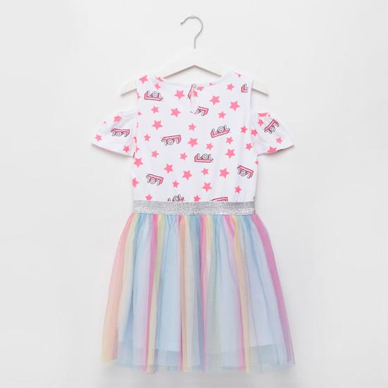 فستان مكشوف الأكتاف بتفاصيل شبكية وطبعات أل أو أل سربرايز جرافيكية