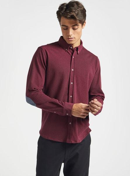 قميص سادة بأكمام طويلة وياقة عادية ووصلة أزرار كاملة