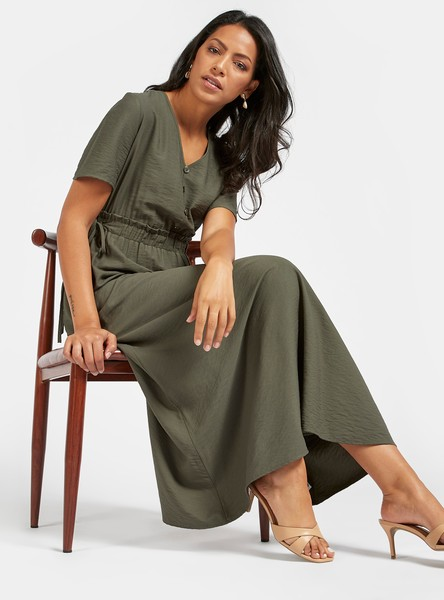 Solid Maxi A-line Dress with V-neck and Short Sleeves