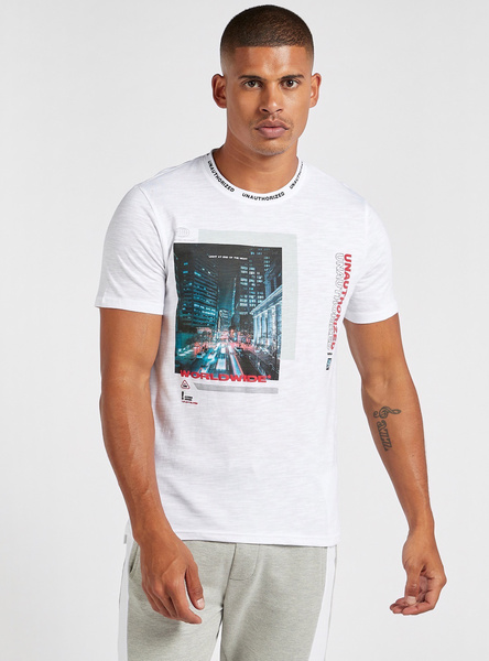 Slim Fit Graphic Print T-shirt with Round Neck and Step Hem