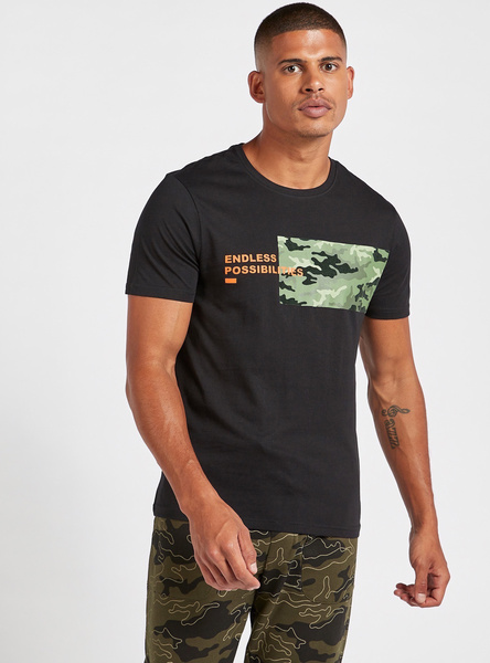 Graphic Print T-shirt with Short Sleeves and Round Neck