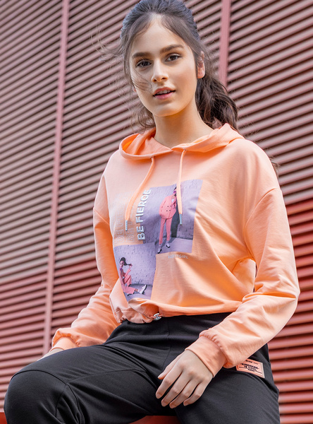 Graphic Print Cropped Sweatshirt with Long Sleeves and Drawstring Hood