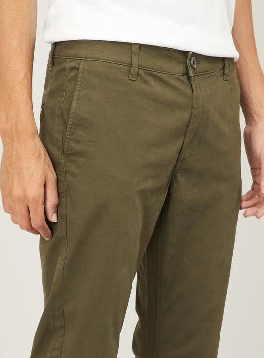 FAME FOREVER Men Solid Slim Tapered Casual Trousers