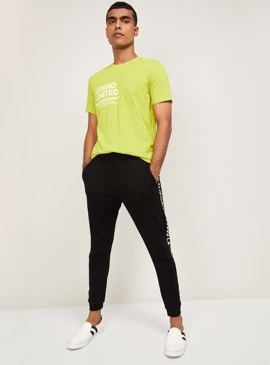 FAME FOREVER Men Typographic Print Regular Fit Crew Neck T-shirt