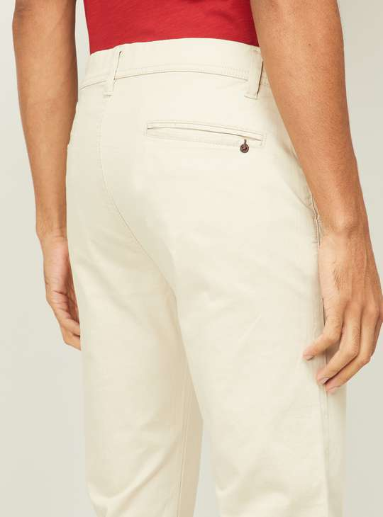 FAME FOREVER Men Solid Slim Tapereed Casual Trousers