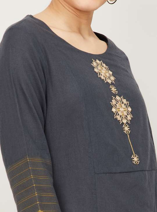 MELANGE Women Embroidered Round Neck Straight Kurta