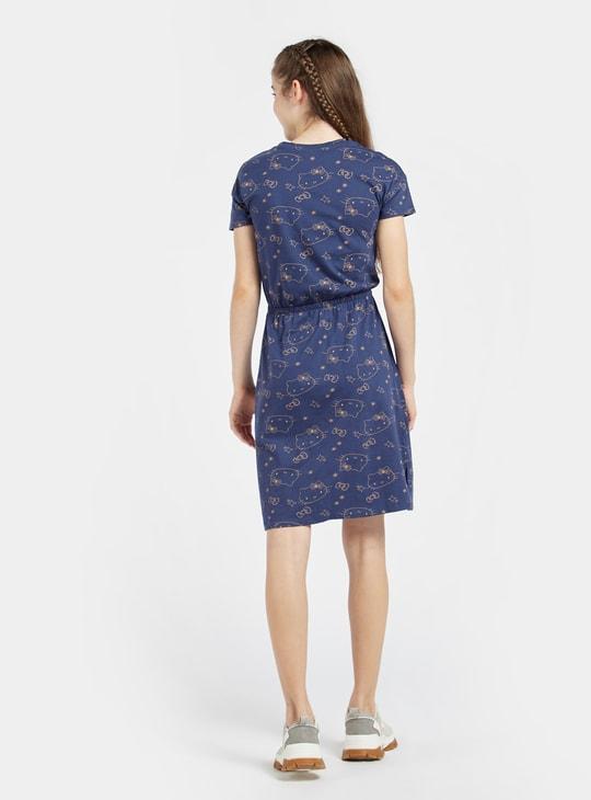 فستان بياقة ضيقة بطبعات هالو كيتي وأكمام قصيرة