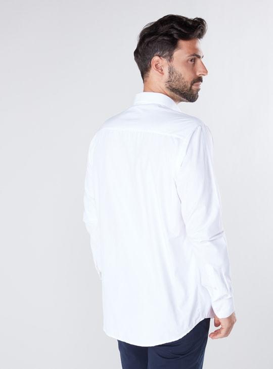 قميص رسمي سادة بقصة عادية مطابقة للجسم مع أكمام طويلة