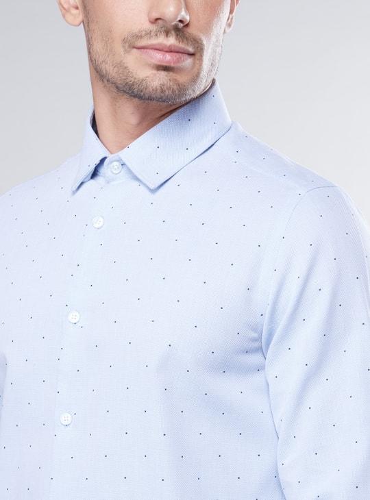 قميص بقصة سليم بأكمام طويلة وطبعات