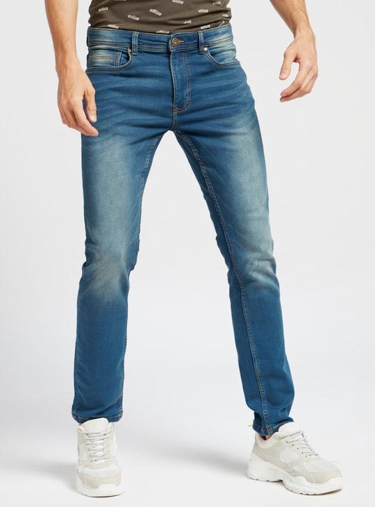 بنطلون جينز سادة سكيني بخصر متوسّط الإرتفاع وجيوب وعراوي حزام
