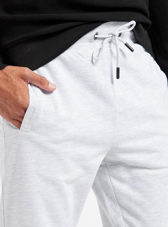 بنطلون رياضي سادة بخصر متوسّط الارتفاع مع جيوب ورباط إغلاق