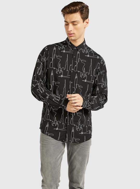 قميص بقصة سليم وياقة عادية وأكمام طويلة وطبعات