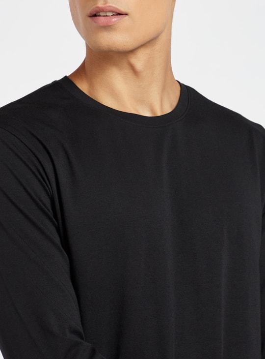 قميص نوم سادة بياقة ضيّقة وأكمام طويلة