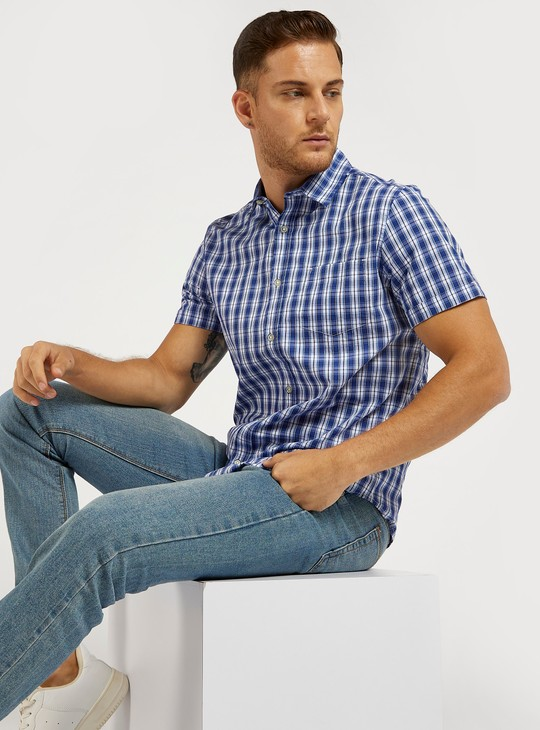 قميص كاروهات بأكمام قصيرة وياقة عادية