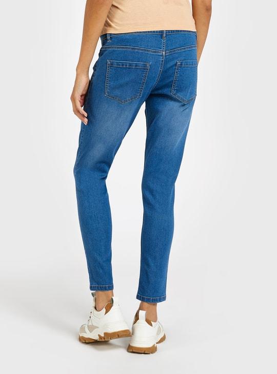 بنطلون حوامل جينز سادة بتفاصيل جيوب وحلقات حزام