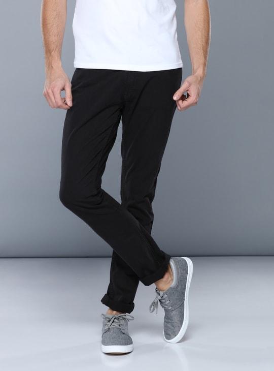 بنطلون جينز بخصر متوسط الإرتفاع وتفاصيل جيوب