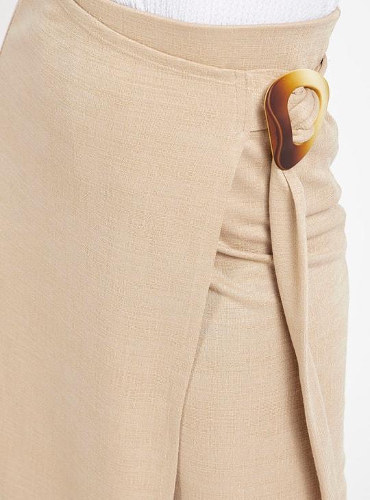 تنورة ميدي ملفوفة بارزة الملمس بإبزيم