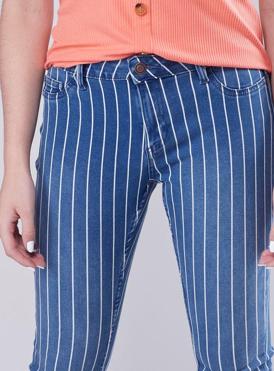 بنطلون جينز طويل مخطّط بتفاصيل جيوب