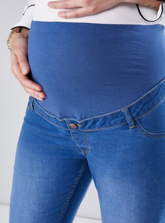 بنطال جينز طويل بقصّة سليم وجيوب للحوامل