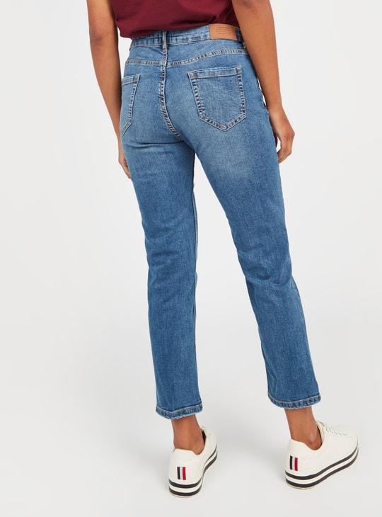 بنطلون جينز قصير سكيني فيت سادة بخصر متوسط الإرتفاع وتفاصيل جيوب