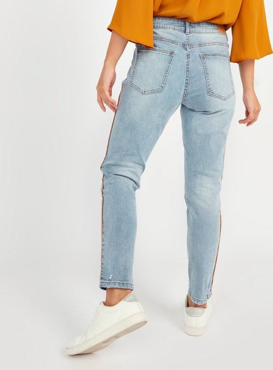 بنطلون جينز ممزق سكيني متوسط الارتفاع بجيوب وخيوط جانبية بارزة