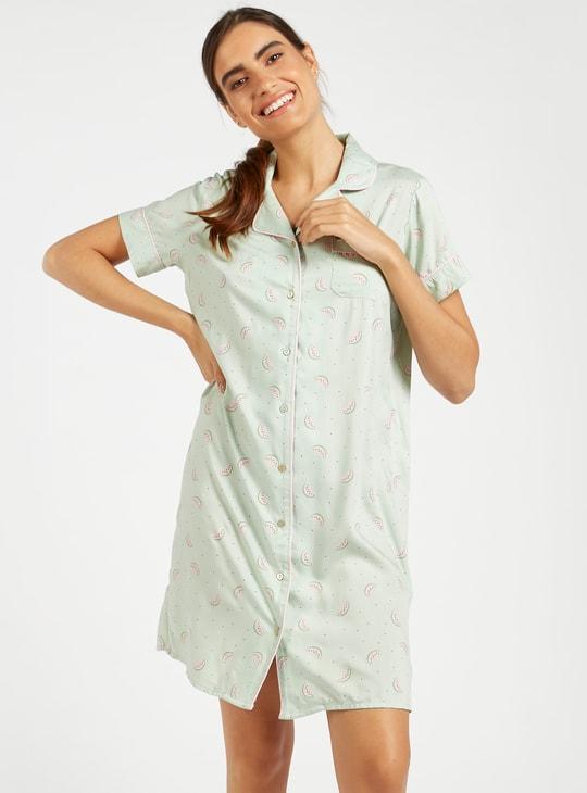 قميص نوم بياقة عادية وأكمام قصيرة وطبعات