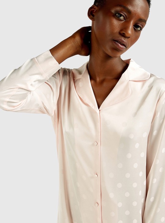 قميص نوم بياقة عادية وأكمام طويلة وطبعات
