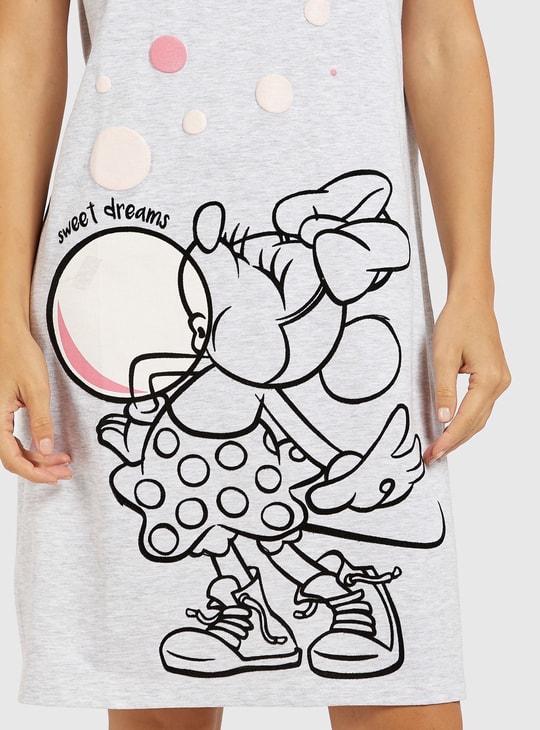 قميص نوم بياقة مستديرة وأكمام قصيرة وطبعات ميني ماوس