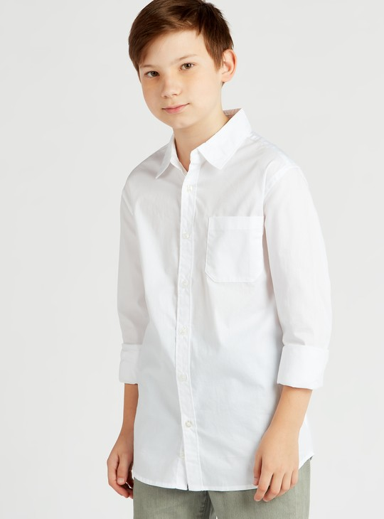 قميص سادة بياقة عادية و أكمام طويلة وجيب على الصدر