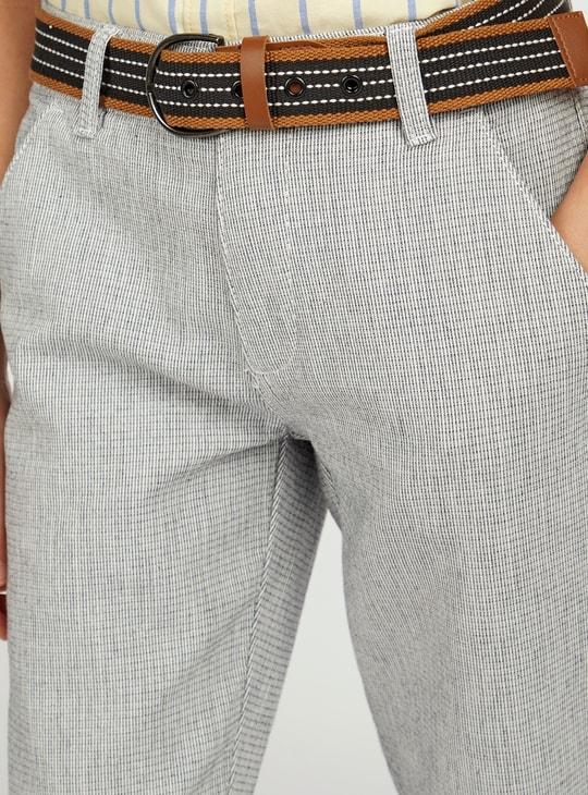 بنطلون بارز الملمس بتفاصيل جيوب وحزام