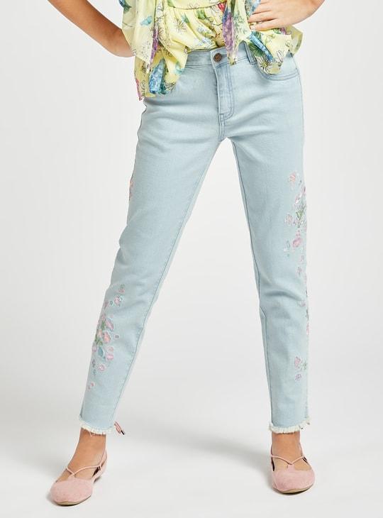 بنطلون جينز مطرز بتفاصيل جيوب وحلقات حزام