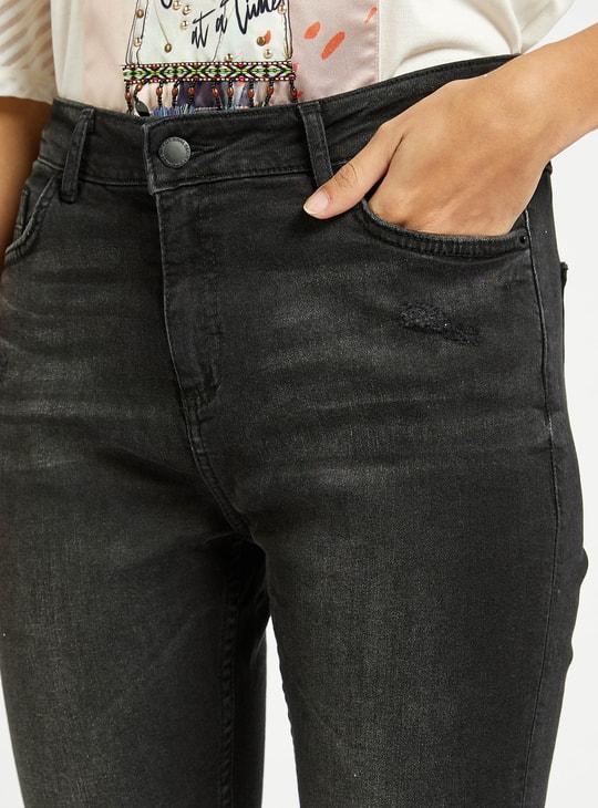 بنطلون جينز سكيني سادة بخصر مرتفع وتفاصيل جيوب