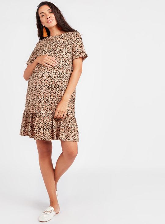 فستان حوامل قصير بارز الملمس بطبعات وياقة مستديرة وأكمام قصيرة