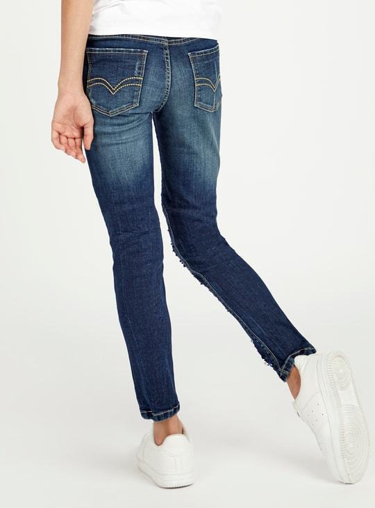 بنطلون جينز مزين بتفاصيل جيوب