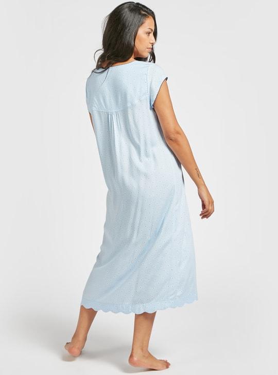 قميص نوم بطبعات وياقة مستديرة وأكمام كاب