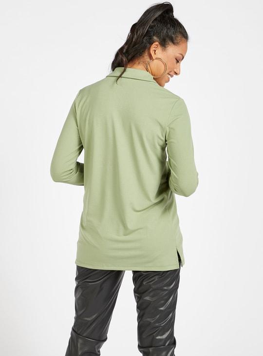 قميص سادة طويل بياقة عادية وأكمام طويلة