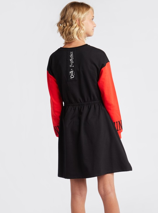 فستان كنزة بياقة مستديرة وتزيينات ترتر ميني ماوس