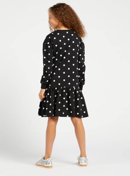 فستان بأكمام طويلة وتفاصيل ترتر وطبعات ميني ماوس