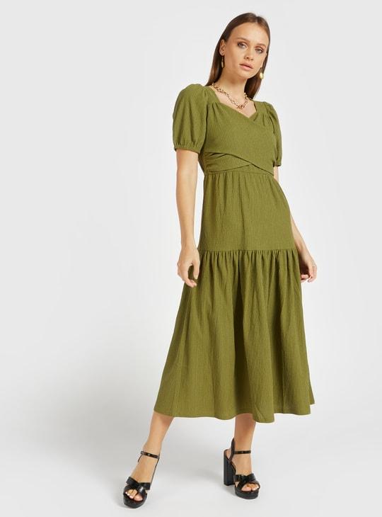 فستان ميدي إيه لاين ملفوف متعدد الطبقات بياقة V وأكمام قصيرة