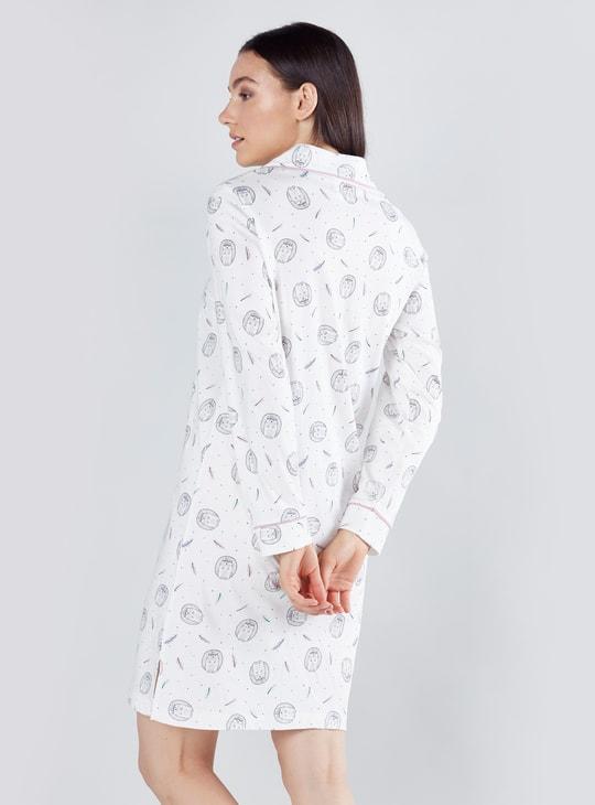 قميص نوم بطبعات وأكمام طويلة ووصلة أزرار كاملة