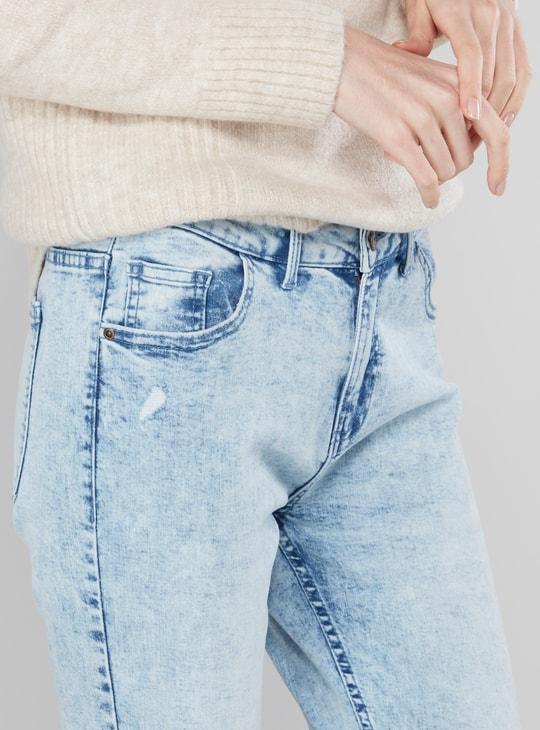 بنطلون جينز كابري ممزّق بجيوب وحلقات حزام