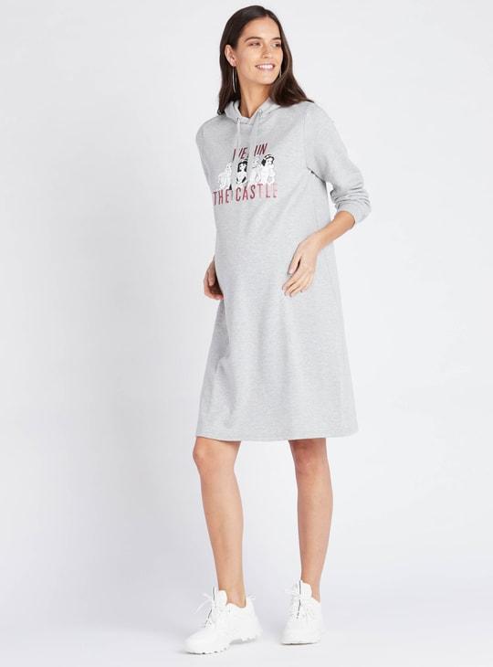 فستان للحوامل بقبّعة وأكمام طويلة وطبعات